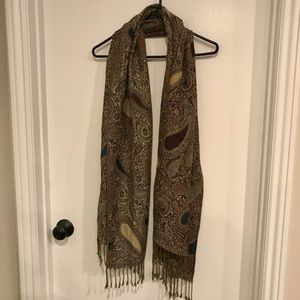Large paisley design scarf